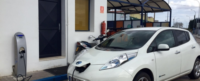 Recargar coche eléctrico en Valencia