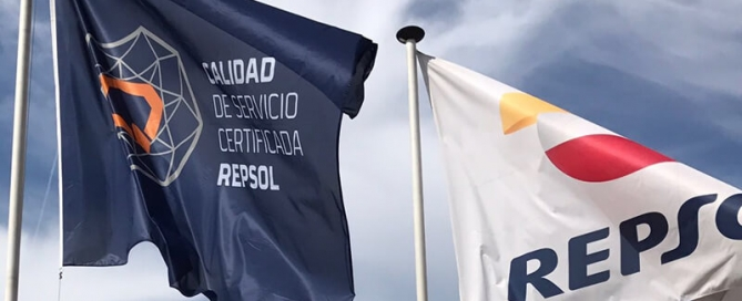 Bandera con la que Repsol destaca la excelencia en el servicio de sus gasolineras